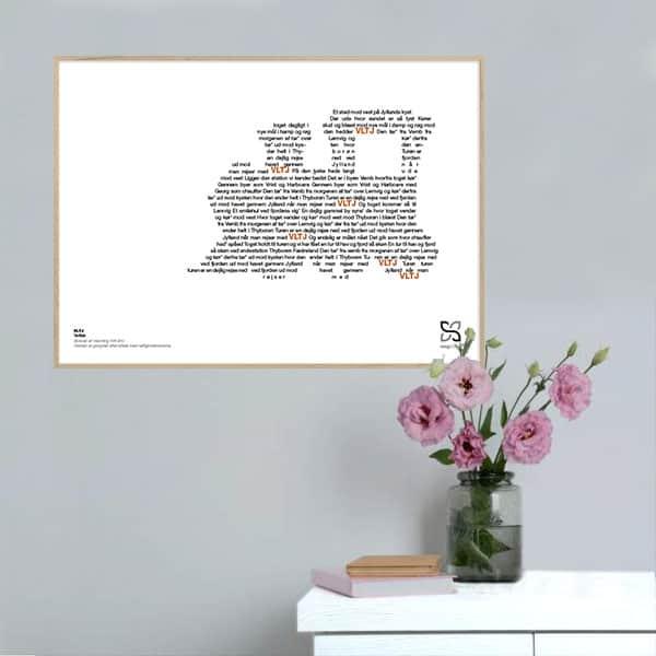 """Grafisk musikplakat med sangteksten til Tørfisks """"VLTJ"""" opsat i grafisk form, så teksten danner et tog."""