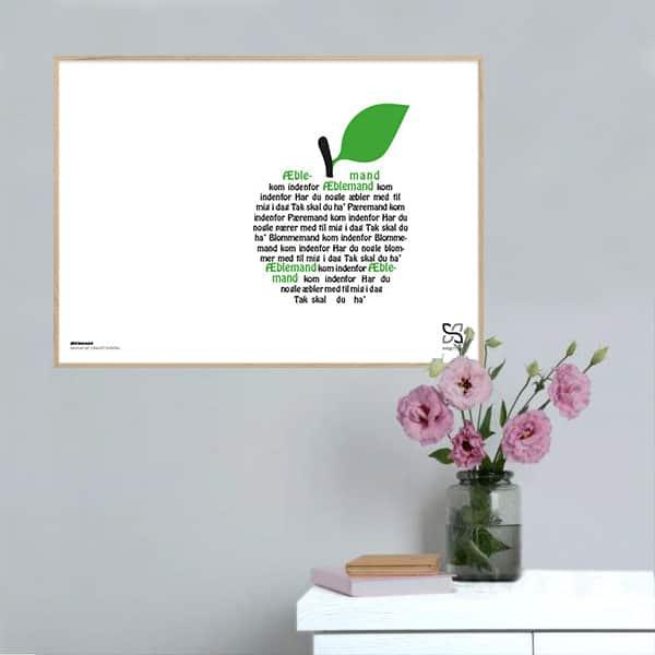"""Plakat med sangteksten børnesangen """"Æblemand"""" designet i grafisk form, så teksten danner et æble."""