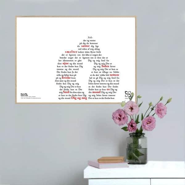 """Skøn plakat med Dieters Lieders tekst """"Dig og mig"""" opsat i grafisk form, som danner et forelsket par."""