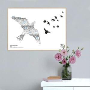 """Flot plakat med Tørfisks hit """"Fuglene letter mod vinden"""" opsat i grafisk form, som danner et billede af en fugl."""