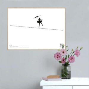 """Grafisk musikplakat med sangteksten til Kim Larsens """"Om lidt"""" opsat i grafisk form, så teksten danner en line med en linedanser"""