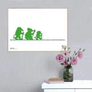 """Plakat med elsket børnesang """"Oppe i Norge"""" opsat i grafisk form med silhouetter af tre grønne trolde der går på en tekst."""