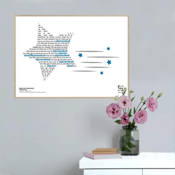 """Grafisk musik-plakat med Brødrene Olsens tekst """"Smuk som et stjerneskud"""" opsat i grafisk form, så teksten danner en stjerne."""