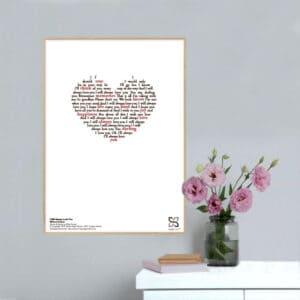 """Dekorativ musikplakat med Whitney Houstons hit """"I will always love you"""" opsat i grafisk form, så teksten danner et billede af et hjerte."""