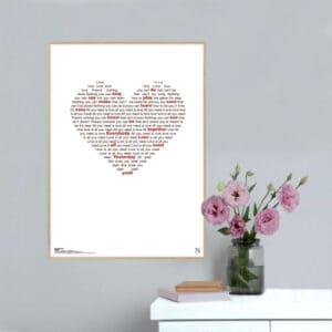 """Smuk musikplakat med The Beatles' legendariske hit """"All you need is love"""" opsat i grafisk form, så teksten danner et billede af et hjerte."""