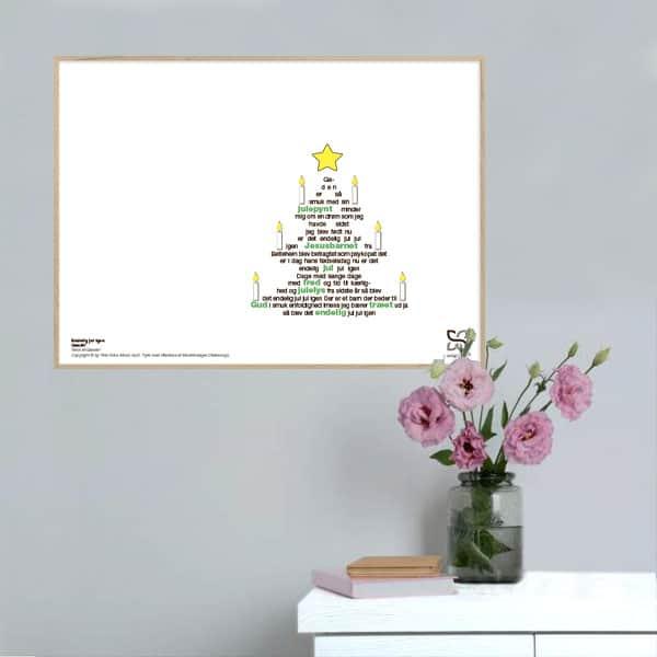 """Smuk musikplakat med Kim Larsens julehit """"Endelig Jul"""" opsat i grafisk form, så teksten danner et juletræ."""