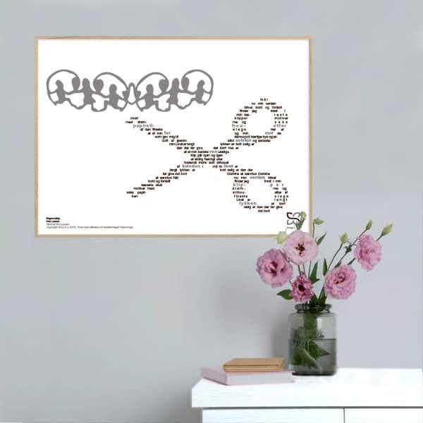 """Dekorativ musikplakat med Kim Larsens hit """"Papirsklip"""" opsat i grafisk form, så teksten danner et billede af en saks."""