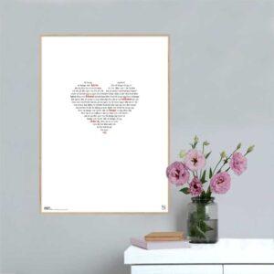 """Flot og enkel plakat med teksten fra John Mogensens sang """"så længe jeg lever"""" opsat i grafisk form så teksten danner et billede af et hjerte. Plakaten fås i flere størrelser. Smuk og dekorativ gaveidé."""