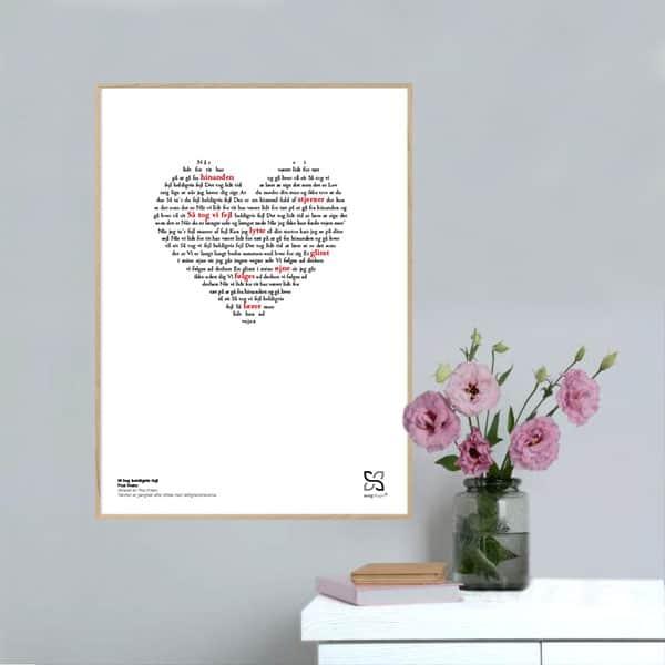 """Flot plakat musikplakat med Poul Krebs' nummer """"Vi tog heldigvis fejl"""" opsat i grafisk form, så teksten danner hjerte."""