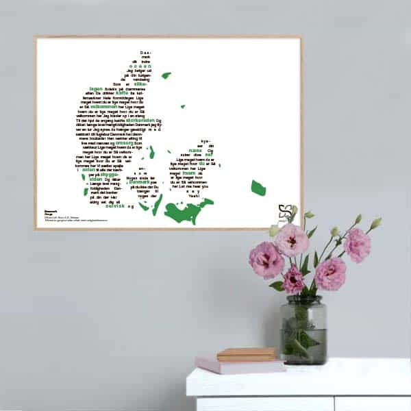 """Flot plakat med Gnags' tekst """"Danmark"""" opsat i grafisk form, som danner et danmarkskort."""