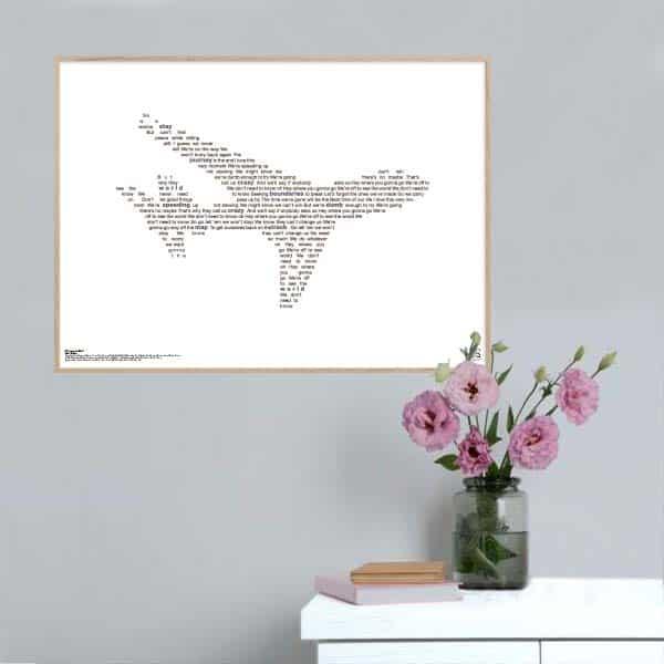 """Enkel og ikonisk plakat med Lukas Graham hittet """"off to seethe world"""" opsat i grafisk form, som danner et par solbriller."""