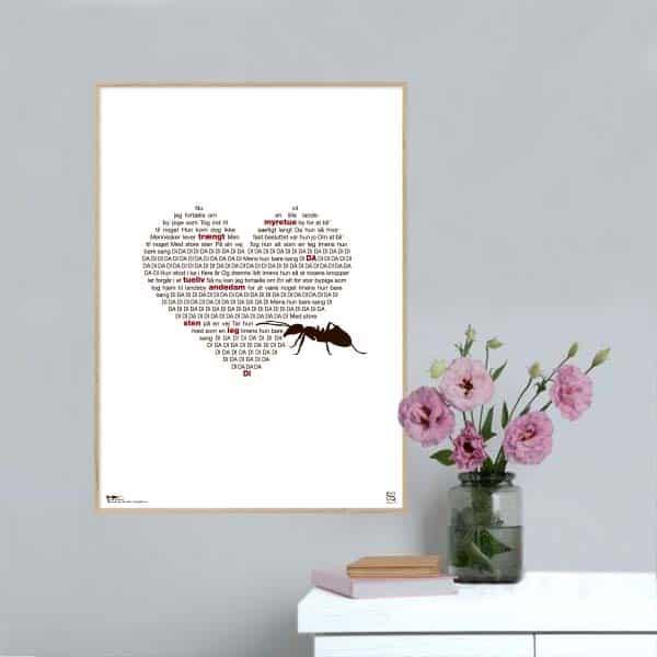 """Plakat med sangteksten til """"Imens hun sang"""" af Maria Montell"""